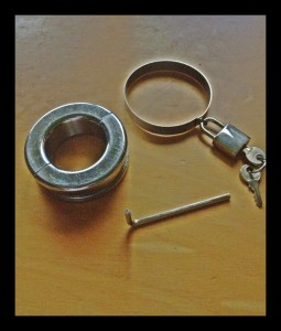 locking device for testicle bondage