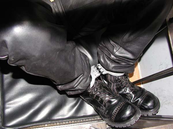 Locking metal restraints 02