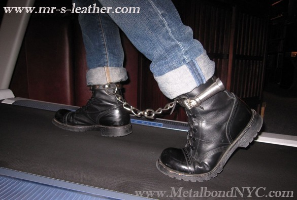 Booted prisoner with leg irons 01