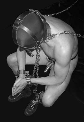 MetalbondNYC_ChainedMen_02
