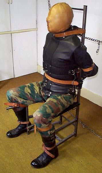Metalbond_ChairBondage_08