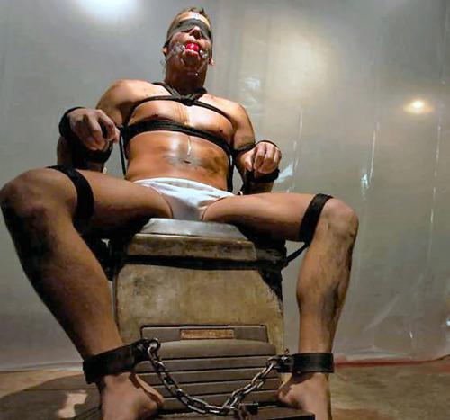 Metalbond_ChairBondage_09