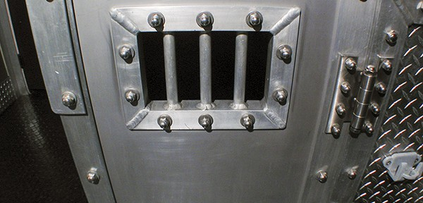 Metal confinement box