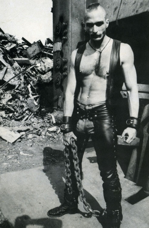 MetalbondNYC_men_with_chains_02