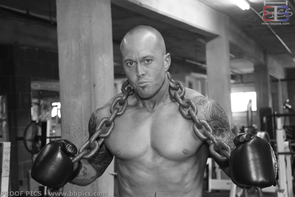 MetalbondNYC_men_with_chains_03