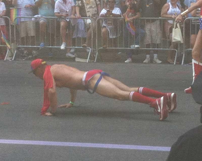 07_MetalbondNYC_GayPride2014_pushups_02
