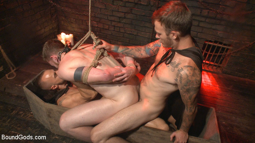 MetalbondNYC_gay_male_bondage_39078_8