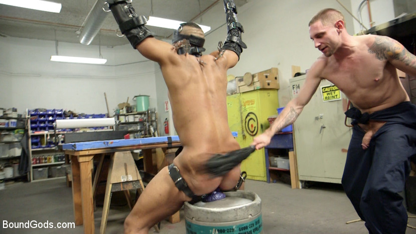 MetalbondNYC_gay_male_bondage_03