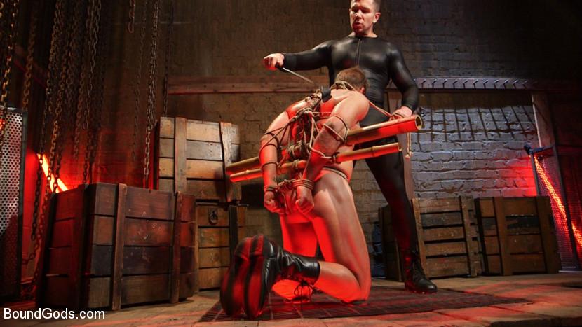 MetalbondNYC_gay_male_bondage_Trenton_Ducati_01
