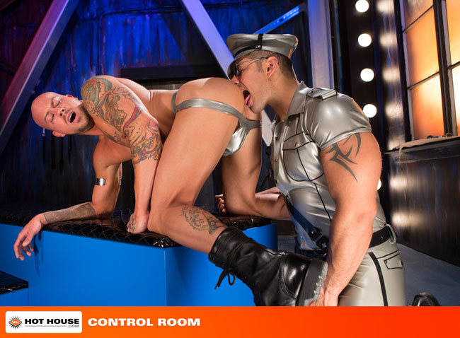 MetalbondNYC_gay_male_bondage_hot_house_04