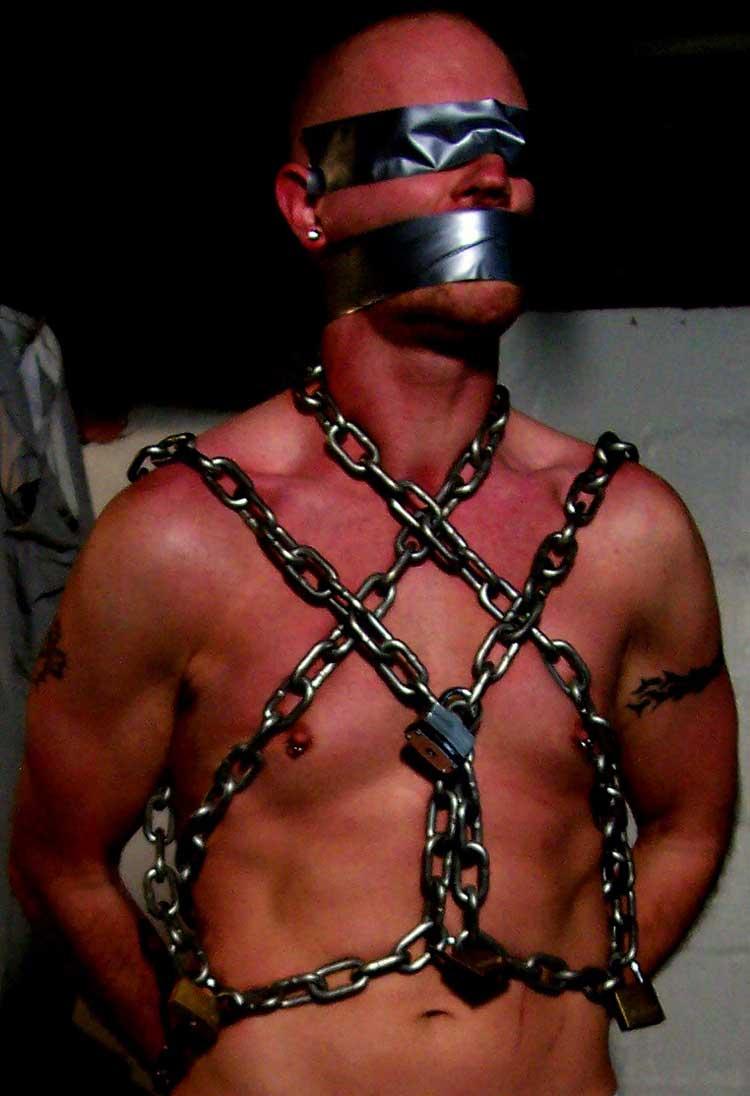 MetalbondNYC_gay_male_bondage