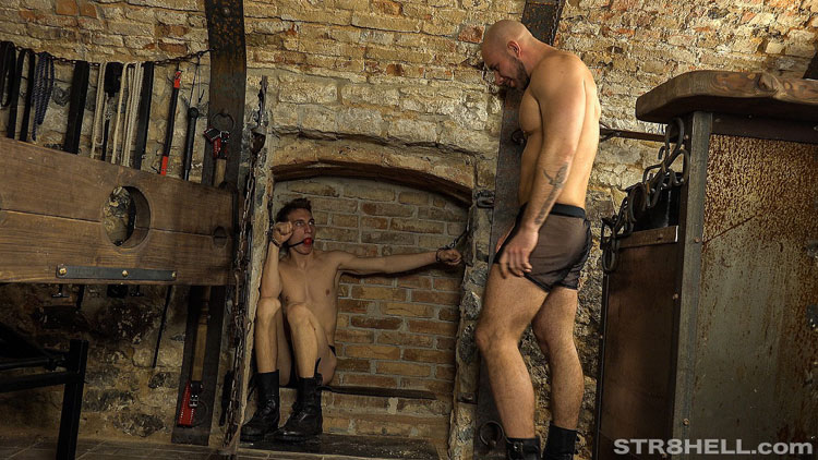 MetalbondNYC_gay_male_bondage_02