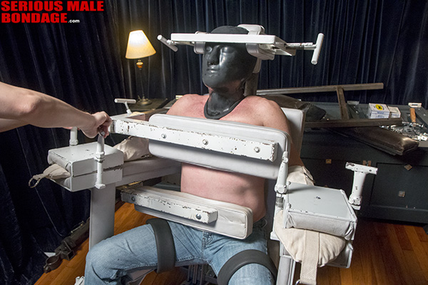 Academy_Bondage_Chair_02