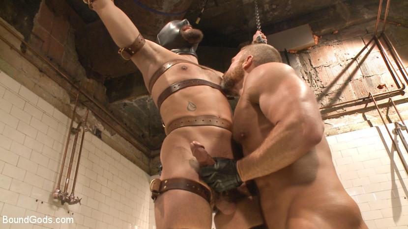 Dirk_Caber_gay_bondage_03