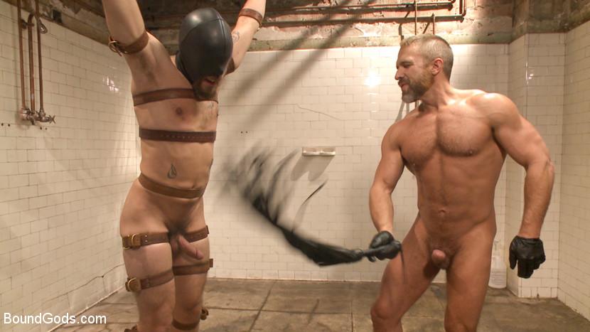 Dirk_Caber_gay_bondage_04