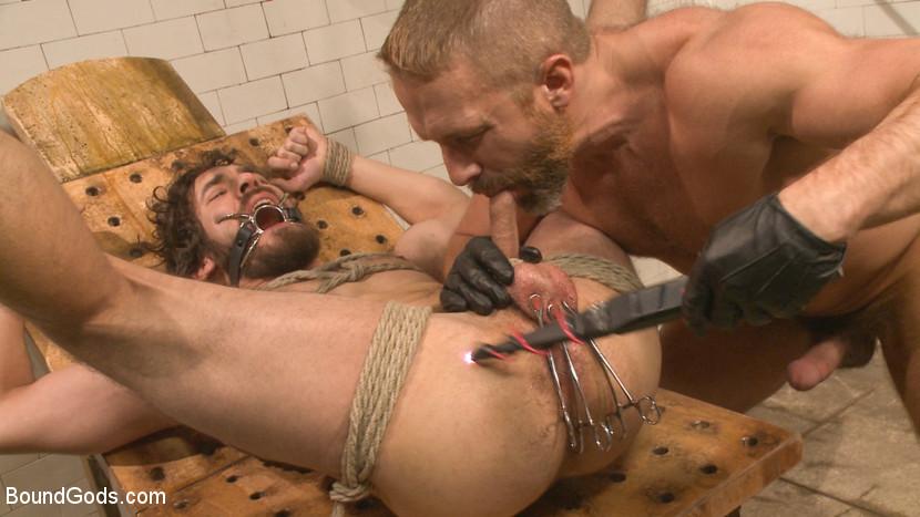 Dirk_Caber_gay_bondage_05