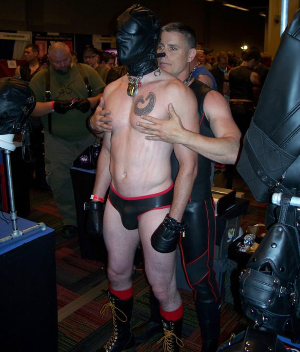Gay_male_bondage_02