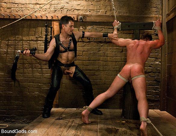 Master_Avery_gay_bondage_02