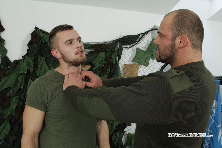 Soldier_Matthew_gay_bondage_04
