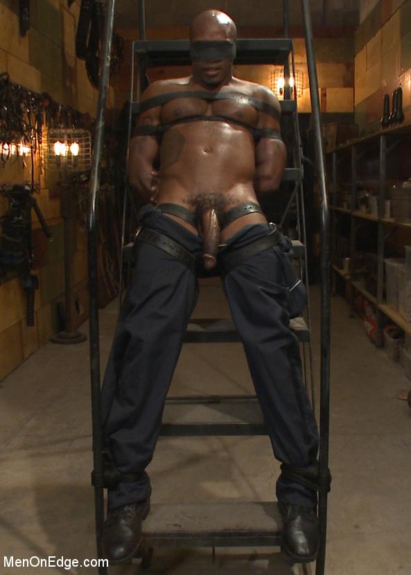Osiris_Blade_gay_bondage_vert