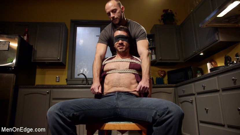 Owen_Powers_gay_bondage_01