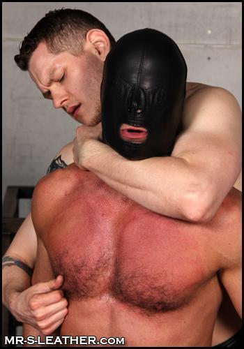 Christian_Mitchell_and_Blue_Bailey_leather_bondage_hood_01