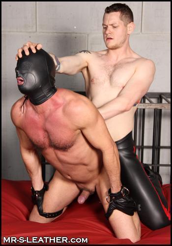 Christian_Mitchell_and_Blue_Bailey_leather_bondage_hood_05