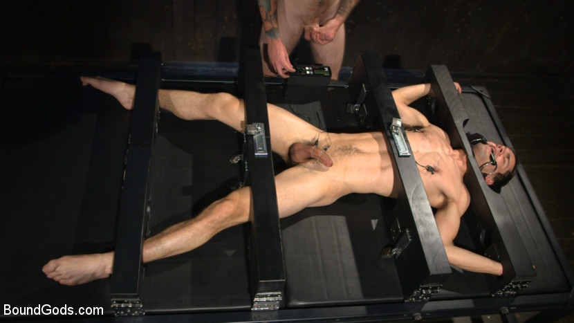 Christian_Wilde_Max_Woods_gay_bondage_02