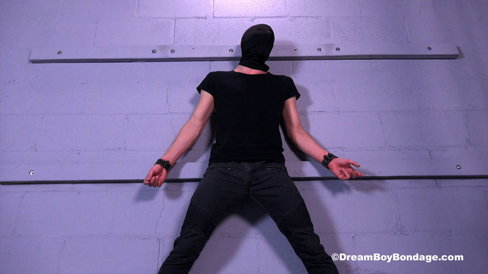 Dream_Boy_Bondage_01