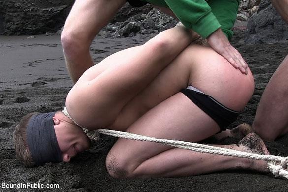 Micah_Andrews_gay_bondage_beach_02