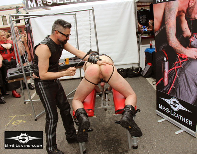 MetalbondNYC_gay_male_bondage_butt_pride_01