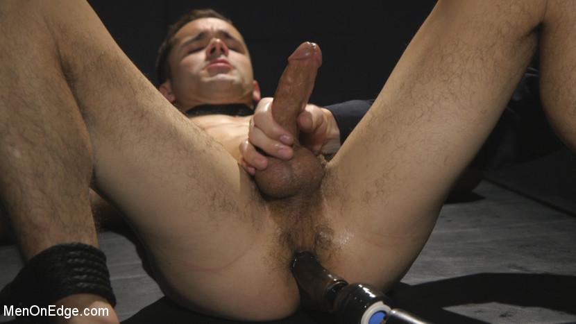 Max_Woods_gay_bondage_02