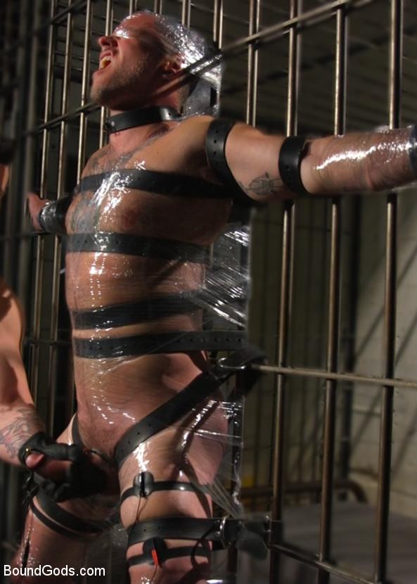 Trenton_Ducati_Max_Cameron_gay_bondage_vert