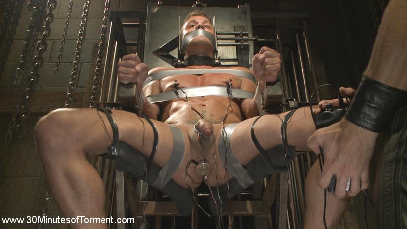 Alexander_Gustavo_gay_bondage_01