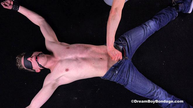 Dream_Boy_Bondage_Noah_01