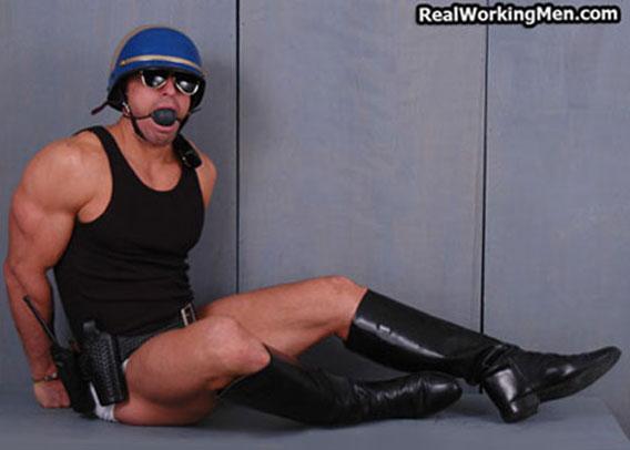 gay_bondage_cops_02