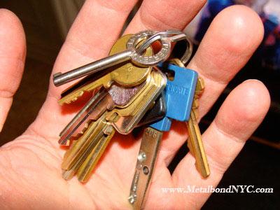 metalbondnyc_handcuff_key_01