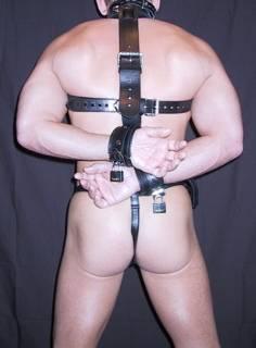 shoulder_to_wrist_bondage_02