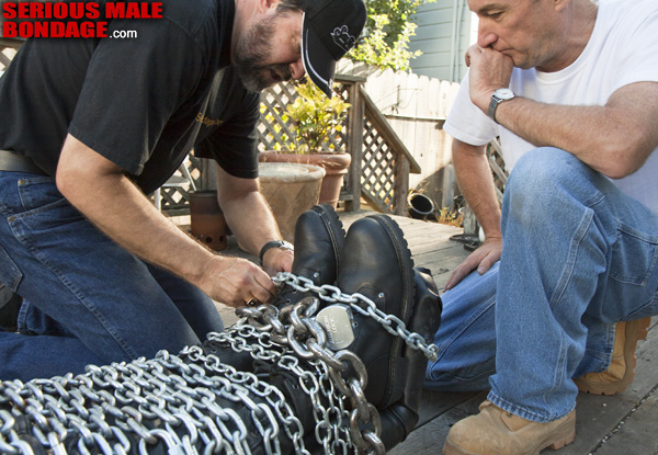 MetalbondNYC_gay_male_bondage_chained_a