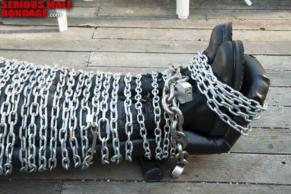MetalbondNYC_gay_male_bondage_chained_d