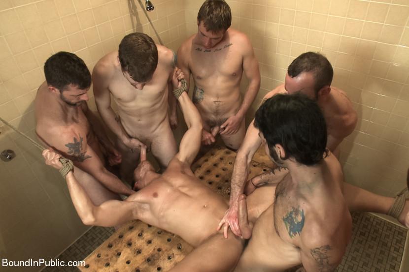 жесткий секс только геев с матом и проглотом в ванне