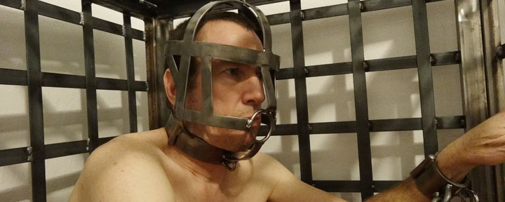 Heavy bondage: Metal head cage