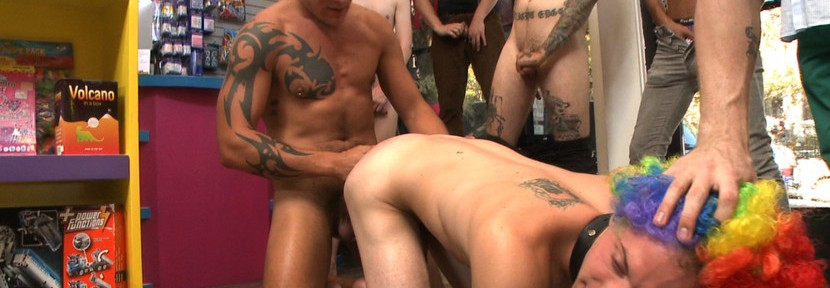 Free video previews: Bound In Public