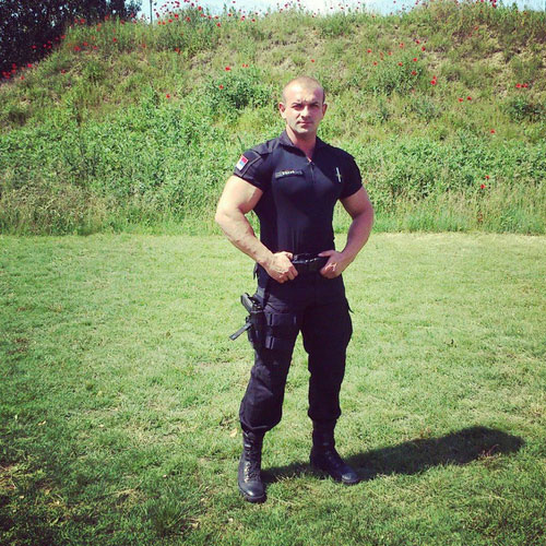 MetalbondNYC_handcuffed_08a