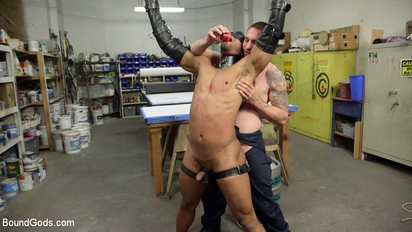MetalbondNYC_gay_male_bondage_02