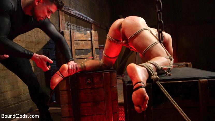 MetalbondNYC_gay_male_bondage_Trenton_Ducati_03