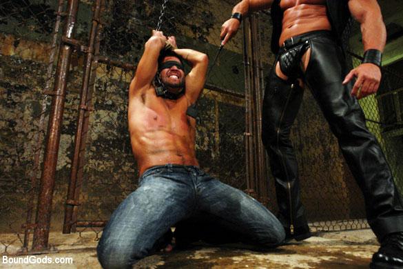 MetalbondNYC_gay_male_bondage_Tyler_Saint_01