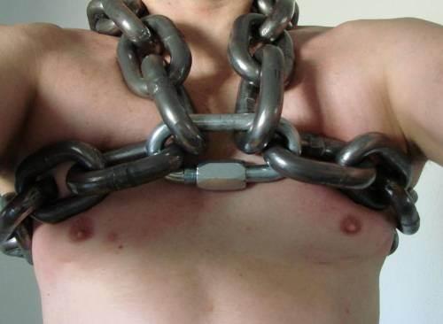 MetalbondNYC_gay_male_bondage_heavy_chains_03
