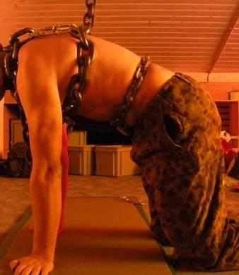 MetalbondNYC_gay_male_bondage_heavy_chains_04