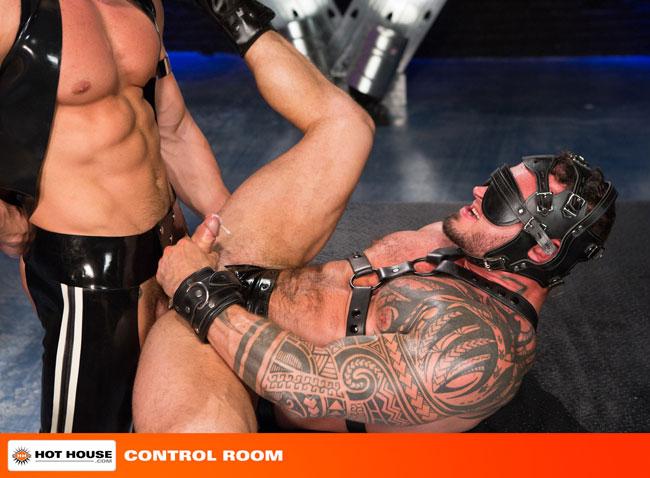 MetalbondNYC_gay_male_bondage_hot_house_08